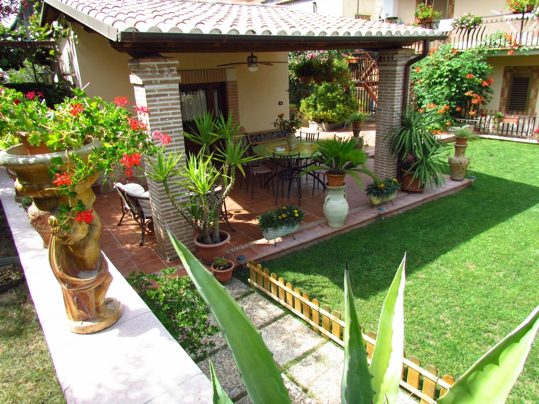 Bed and breakfast rainbow outlet valmontone casa del for Outlet del giardino